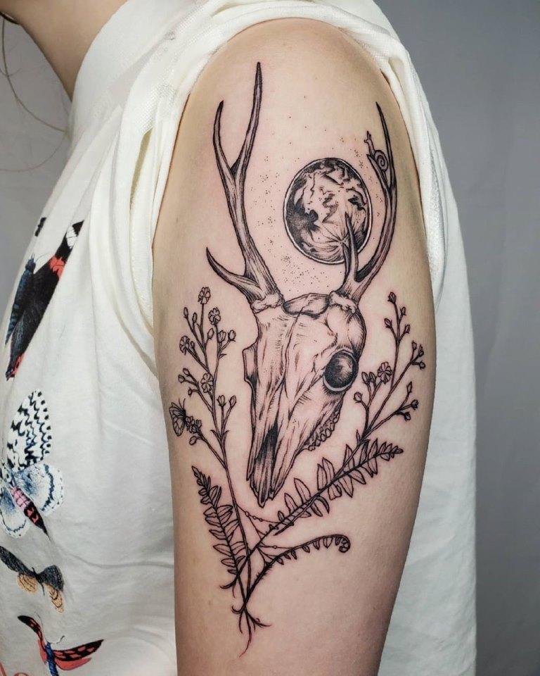 что означает тату оленя