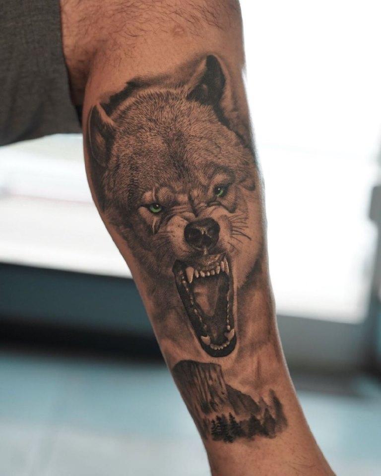 тату оскал волка