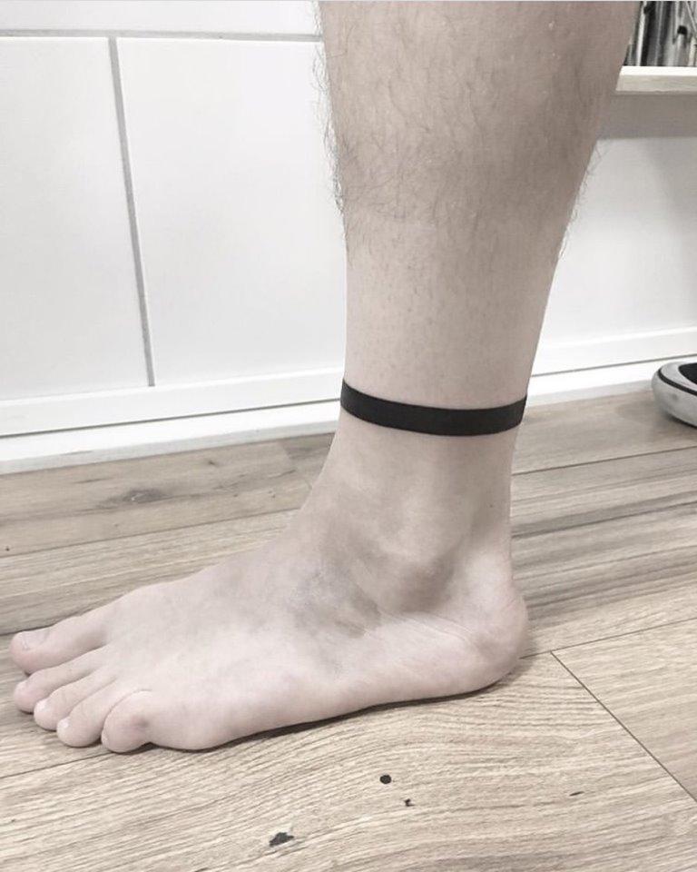 тату полосы на ноге