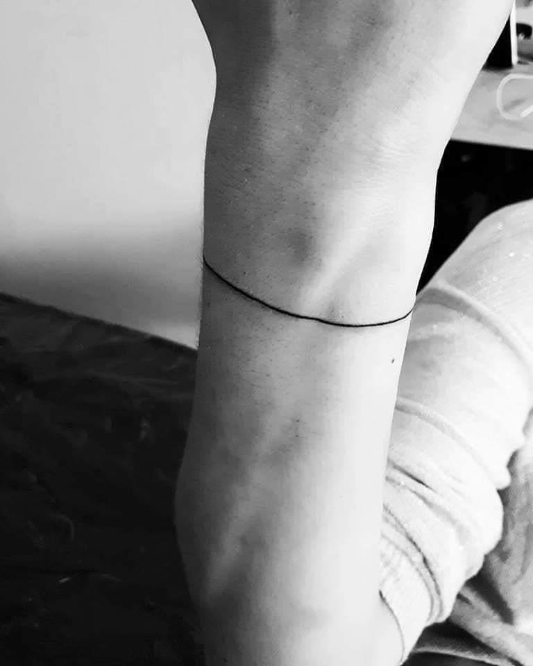 татуировка вокруг руки
