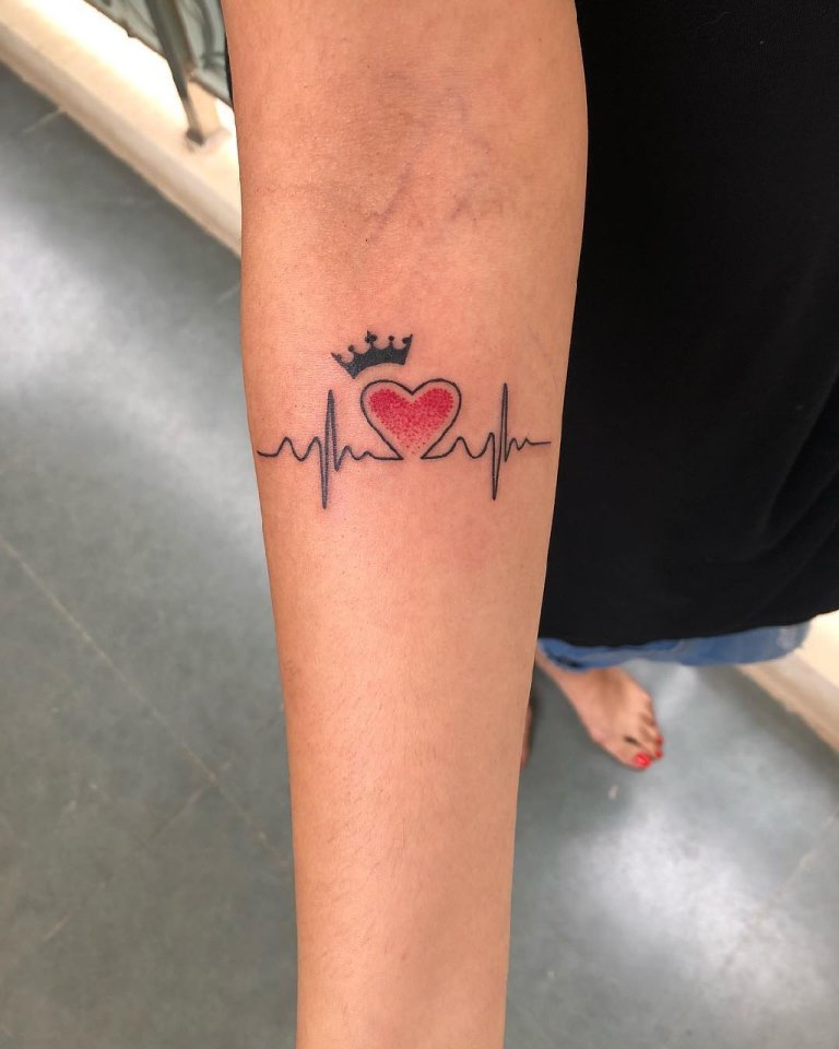 тату кардиограмма на запястье