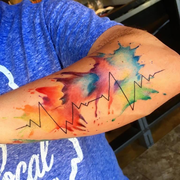 татуировка пульс на руке