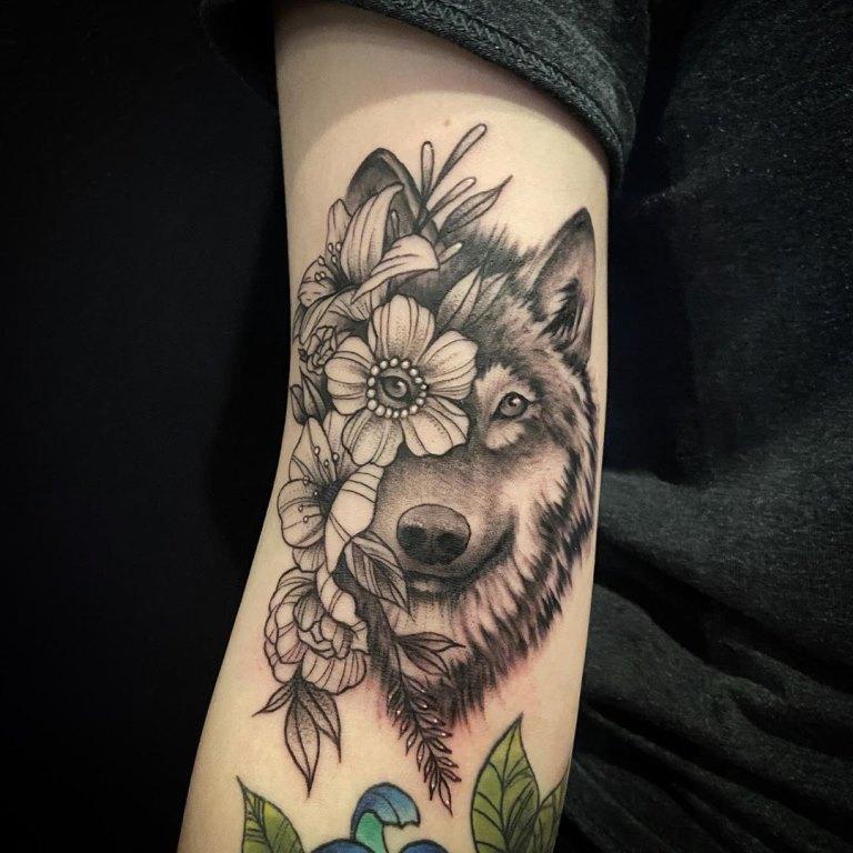 тату волчица для девушки значение