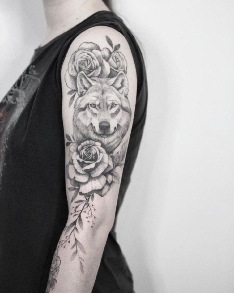 татуировки для девушек волк