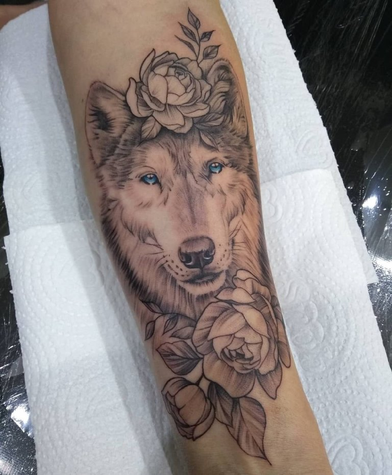 татуировка волчица для девушки