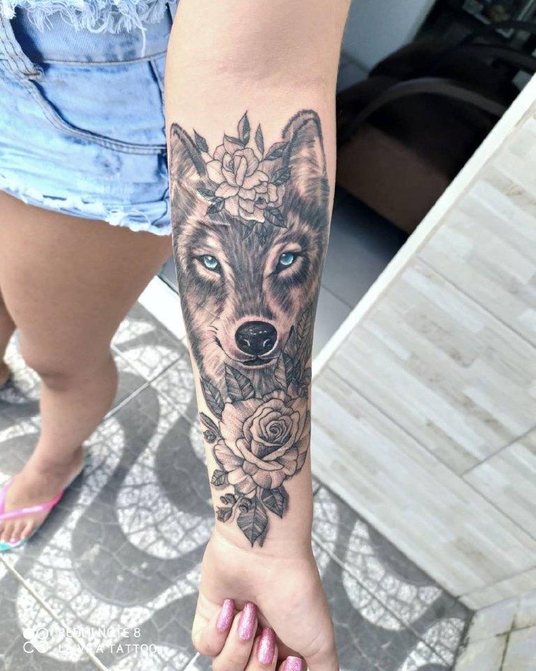 тату волка для девушек