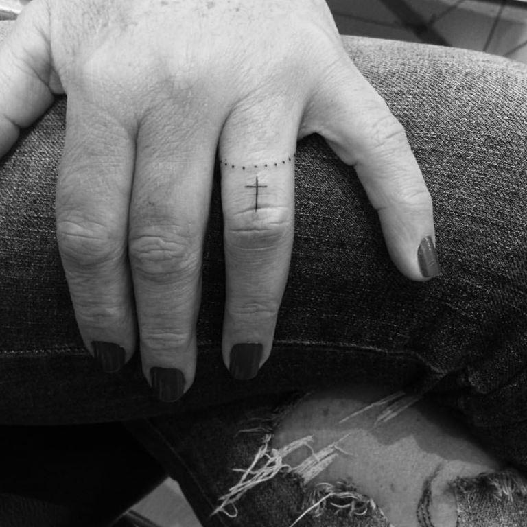 что означает крест на пальце
