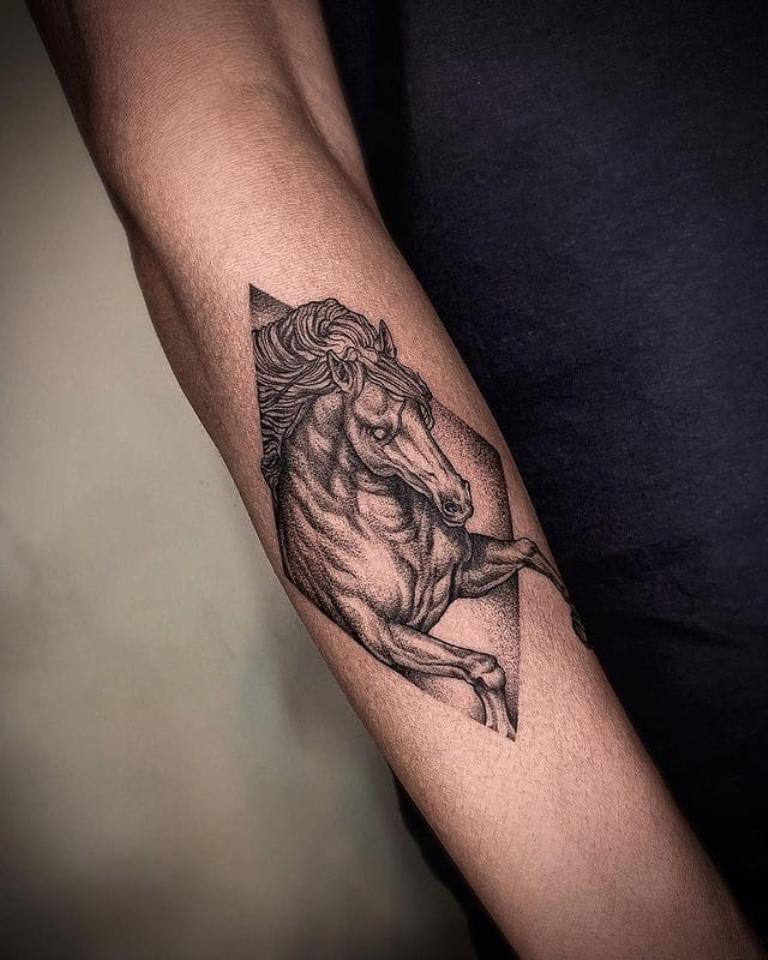 татуировка лошади